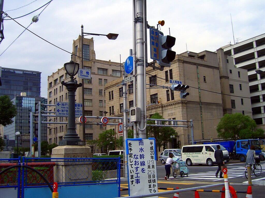 停車中の車内から京橋交差点を撮影